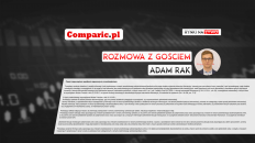 adam-rak-comparic-rozmowa-z-gosciem-plansza